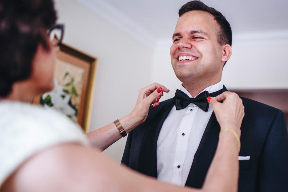 Fotograf ślubny, pan młody, przygotowania